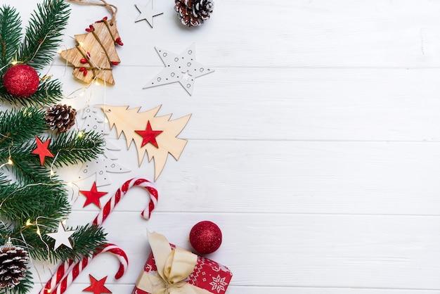 Fondo de navidad con dulces y juguetes.