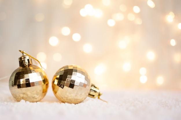 Fondo de navidad con juguetes de navidad con bokeh, se puede utilizar como una tarjeta de felicitación