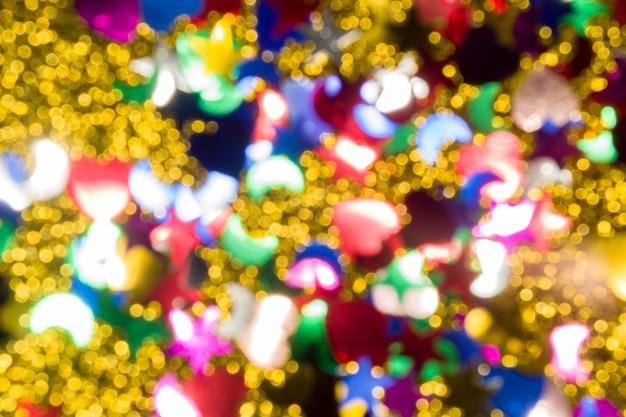 Fondo de navidad de luces de color dorado abstracto. desenfocado