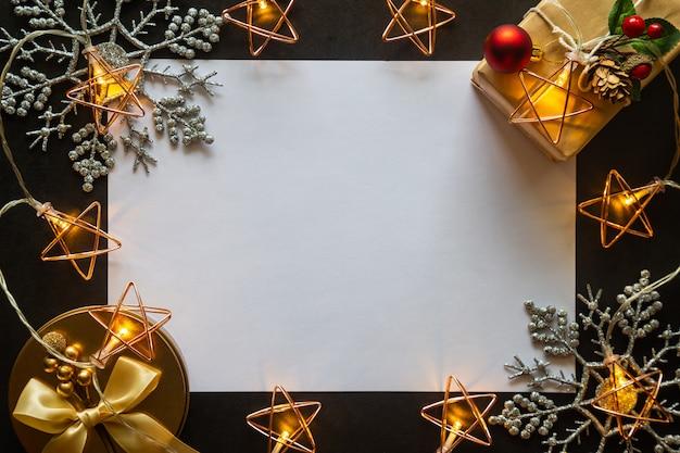 Fondo de navidad con regalos y decoraciones