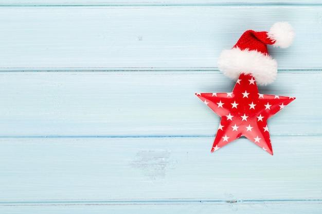 Fondo de navidad vintage con decoración navideña. tarjeta de felicitación de navidad. decoración festiva sobre fondo plateado bokex. concepto de año nuevo. copie el espacio. endecha plana. vista superior.
