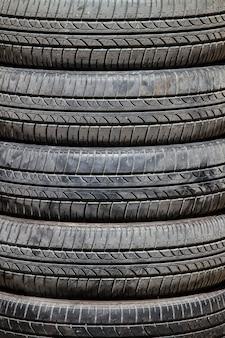 Fondo de neumáticos de coche viejo