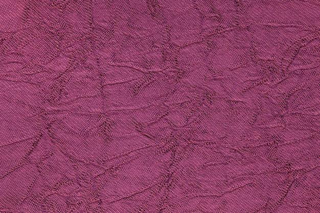Fondo ondulado púrpura oscuro de un material textil