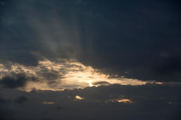 Fondo de paisaje de cielo nublado