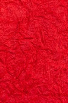 Fondo de papel arrugado rojo arrugado.