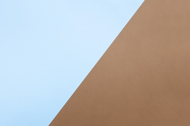 Fondo de papel de dos tonos de moda, azul duotono y marrón, diagonal. vista superior, lugar para texto, estilo minimalista, espacio de copia, plano. por tema de negocios, bienes para hombres.