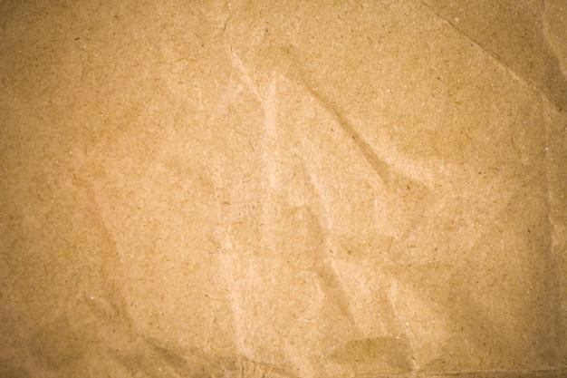 Fondo de papel reciclado marrón arrugado.