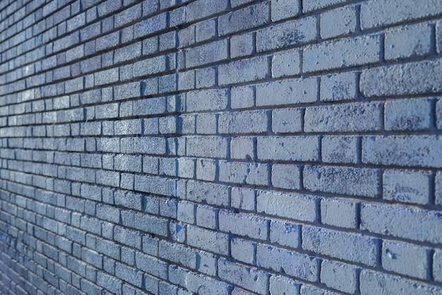Fondo de pared de ladrillo al atardecer con los rayos del sol