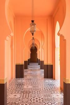 Fondo de pasillo de estilo marroquí árabe arenoso naranja