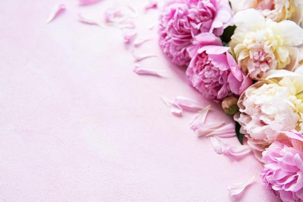 Fondo con peonias rosas