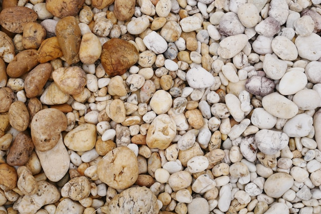 Fondo de piedra de playa de guijarros sucios