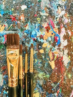 Fondo de pintura abstracta con pincel