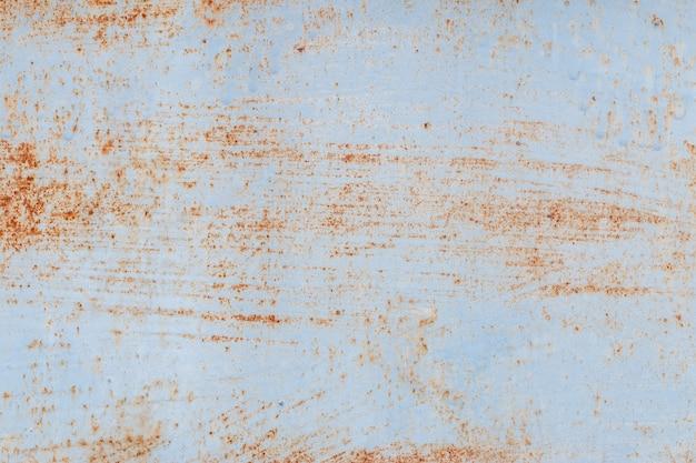 Un fondo de pintura descascarada y metal viejo oxidado