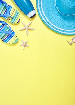 Fondo plano del concepto del viaje del verano del amarillo de la endecha