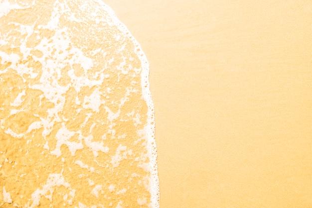 Fondo de playa encantadora con olas y copia espacio