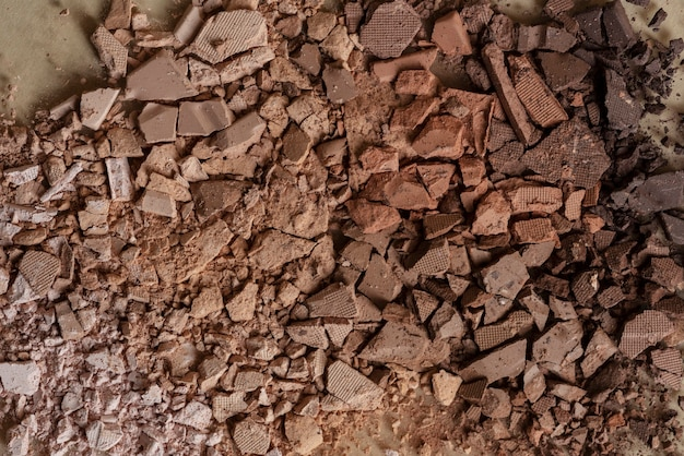 Fondo de polvo de sombra de ojos marrón roto