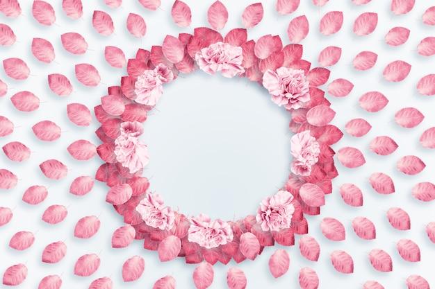 Fondo de primavera, marco redondo, una corona de claveles rosados y rojos sobre un fondo claro