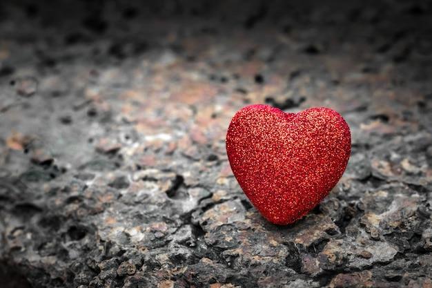 Fondo rojo del corazón fondo de pantalla del día de san valentín.