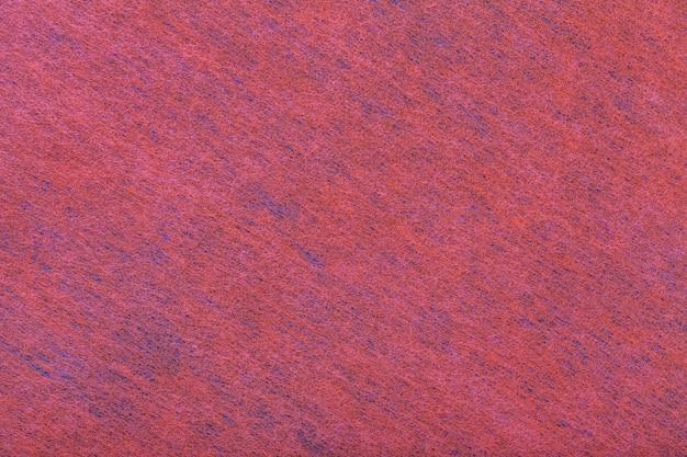 Fondo rojo oscuro y azul de tela de fieltro.