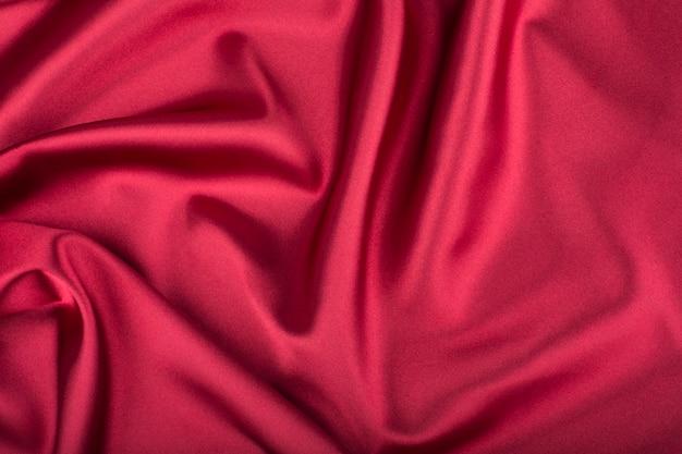 Fondo rojo (vinoso) de seda (satinado).