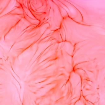 Fondo rosa y lineas rojas.
