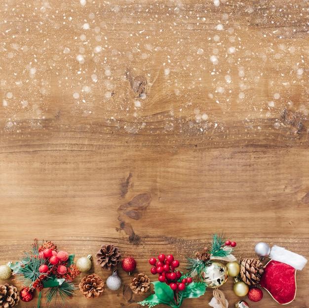 Fondo rústico de navidad con nieve en la parte superior