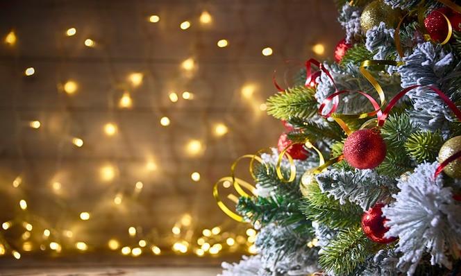 Fondo rústico vacaciones con árbol de navidad