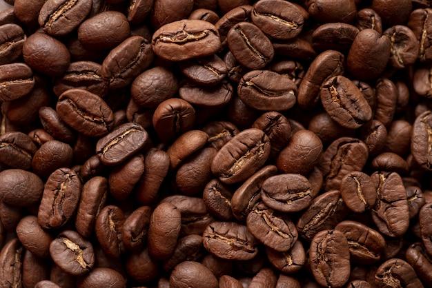 Fondo de sabrosos granos de café tostado
