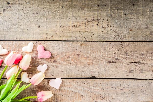 Fondo de san valentín con corazones, flores