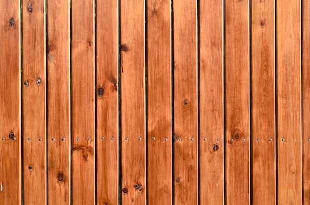 Fondo de tablas de madera de colores naturales - naranja y marrón.