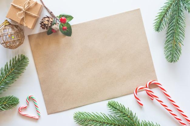 Fondo de tarjeta en blanco de vacaciones de navidad flat lay.