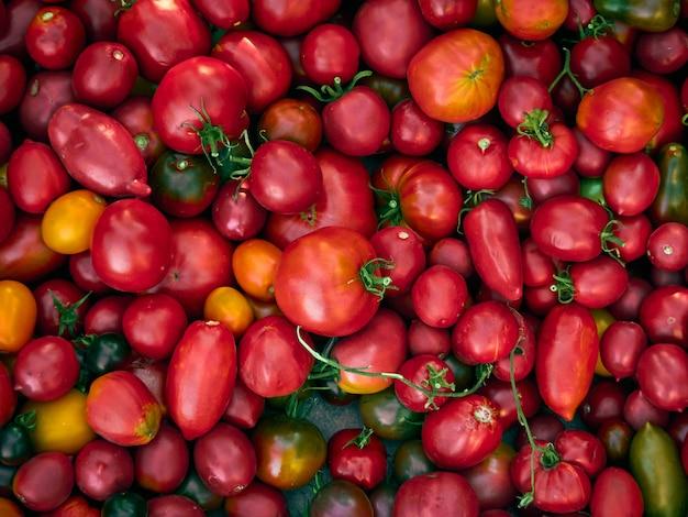 Fondo de tomates rojos maduros