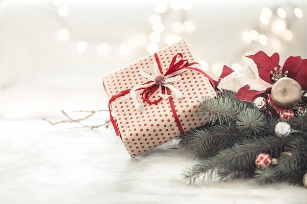 Fondo de vacaciones de navidad con regalo en caja.