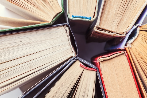 Fondo de viejos libros antiguos. vista superior
