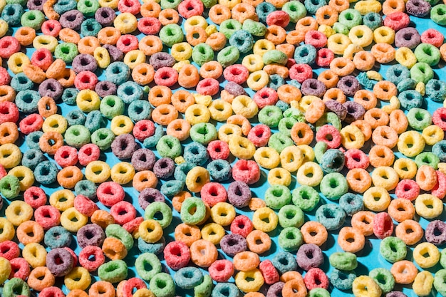 Fondos hechos con coloridos anillos de lazo de cereal