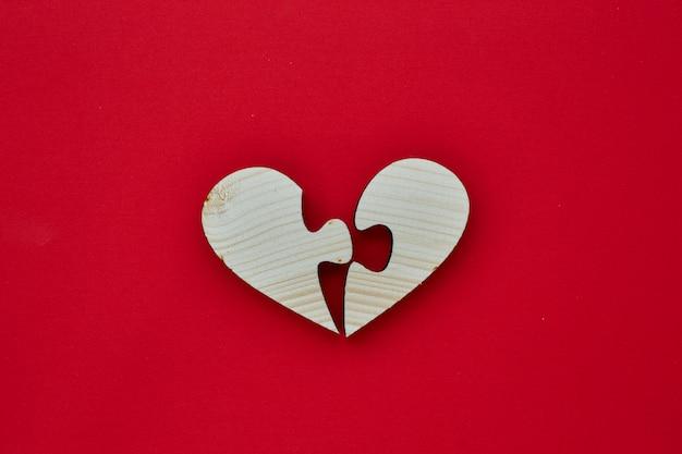 Forma de corazón de madera para el día de san valentín.