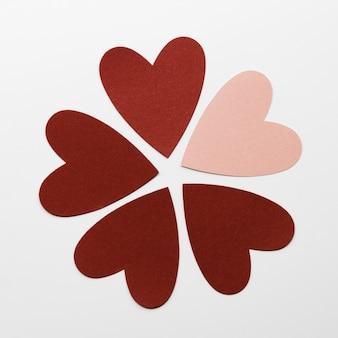 Forma de flor hecha de corazones