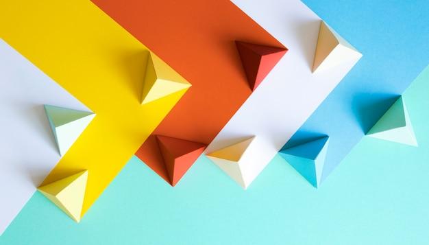 Forma geométrica de papel colorido