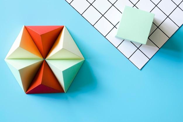Forma de papel origami triángulo