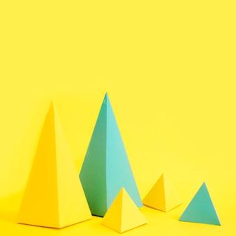 Forma de papel de triángulos de alto ángulo