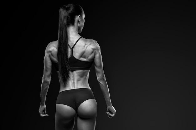 Forma saludable espalda fuerte de la mujer