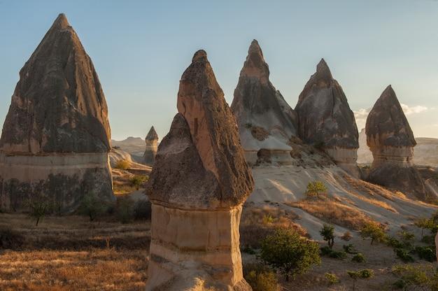 Formaciones rocosas en el parque nacional de goreme en turquía