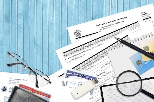 Formulario uscis i-129 petición para un trabajador no inmigrante