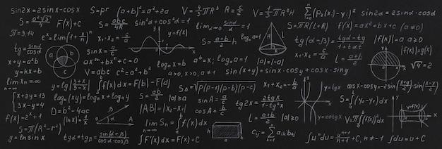 Fórmulas y cálculos de matemáticas y geometría en la pizarra de la escuela