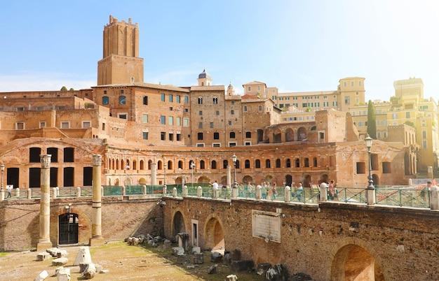Foro y mercado de trajano en roma, italia