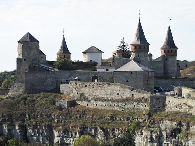 Fortaleza en el casco antiguo de kamenetz-podolsk en ucrania