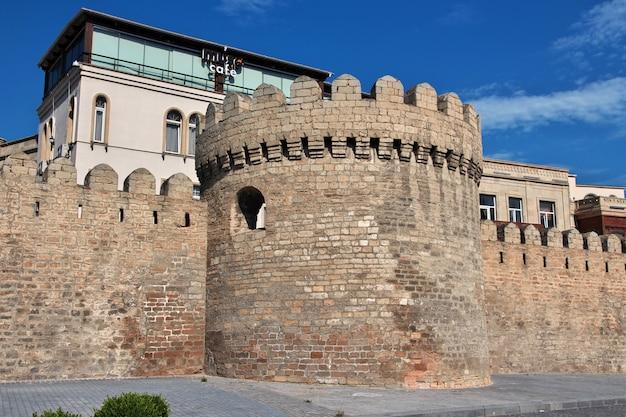 La fortaleza en la ciudad de bakú, azerbaiyán