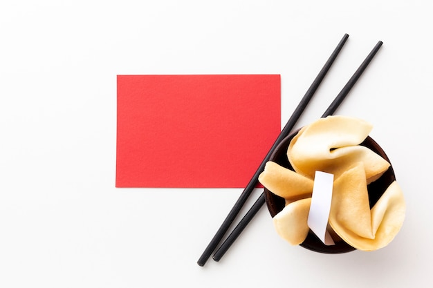 Fortune cookies y maqueta de tarjeta año nuevo chino