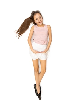 Foto aislada de linda chica morena bailando ballet