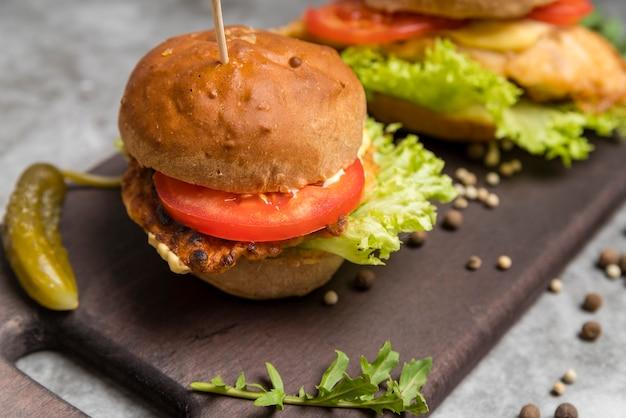 Foto artística de una sabrosa hamburguesa